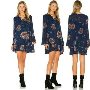 Knot Sisters Langley Dress in Navy Floral Sz L